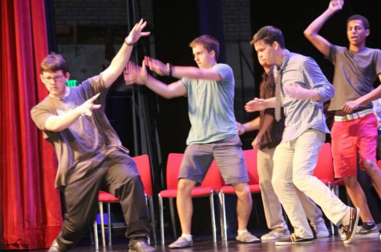comedy hypnosis show dancing volunteers